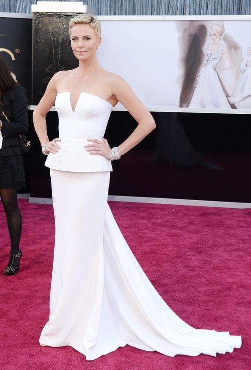 Charlize Theron deslumbra en la gala de los Oscar