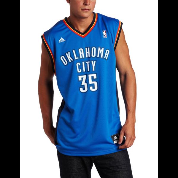 Las camisetas de baloncesto siguen a las de fútbol en la clasificación de las camisetas deportivas con más demanda