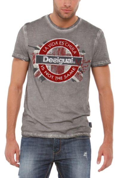 El corte tradicional, protagonista de las camisetas para hombre Desigual de la nueva temporada