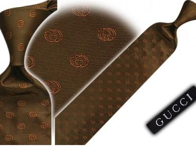 Gucci, pañuelos y corbatas exclusivas para hombre
