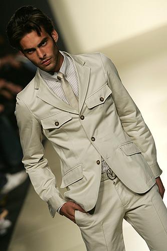 El cinturón blanco es elegante pero se debe tener mucho cuidado con él