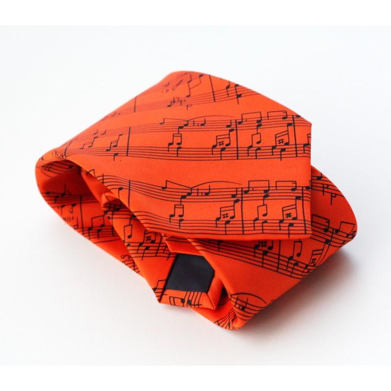 La corbata naranja gana simpatías por momentos