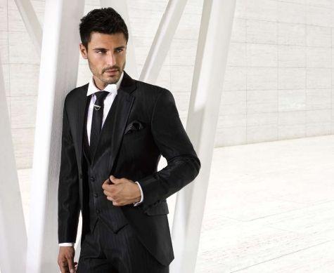 Las corbatas negras son muy versátiles y marcan carácter