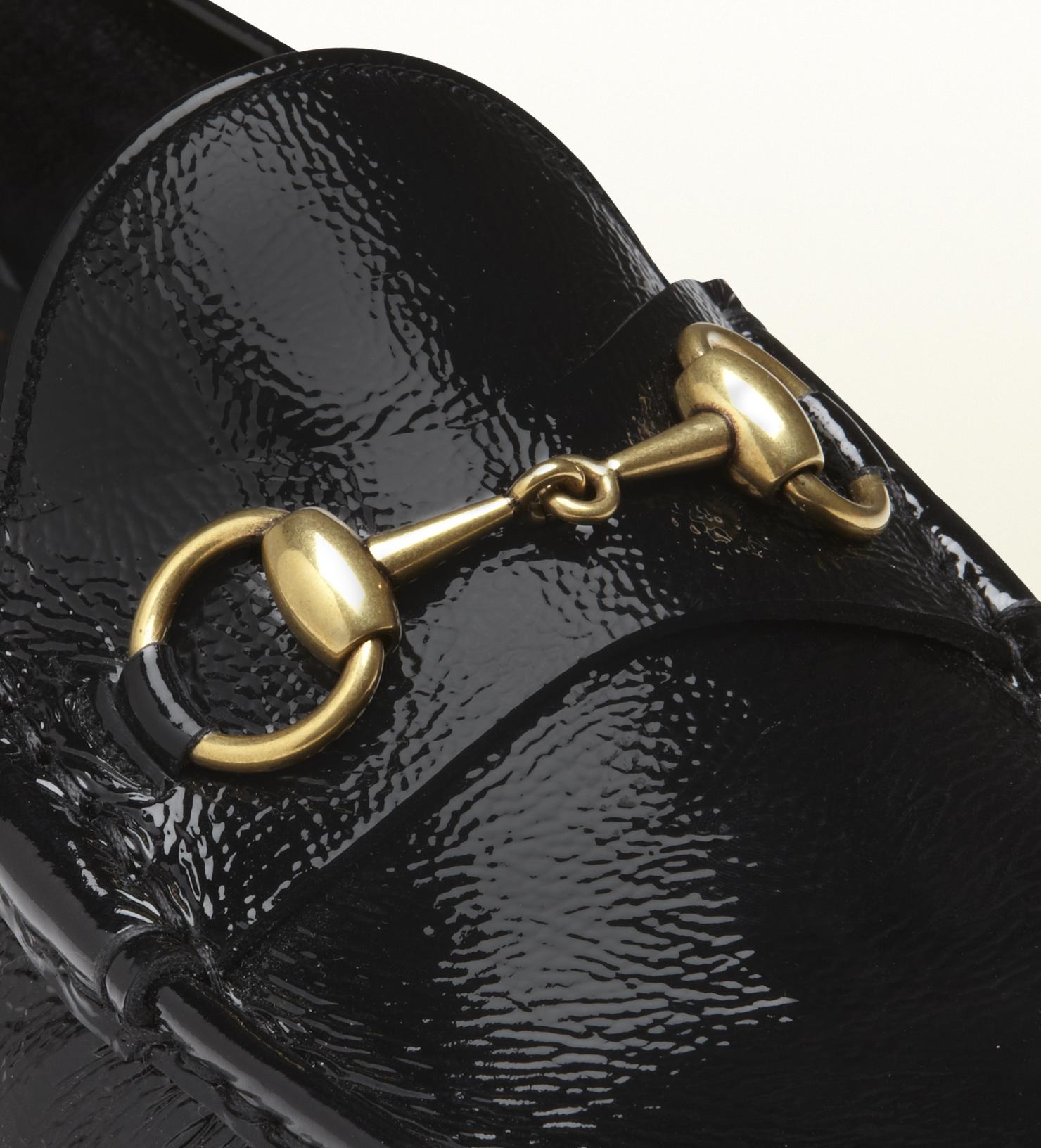 Detalle de los mocasines Horsebit de Gucci
