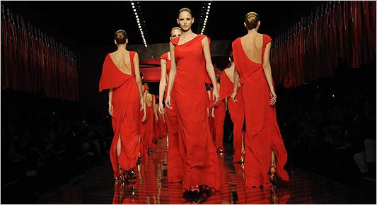 Las mujeres de Valentino, femeninas y elegantes
