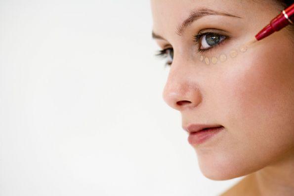 Elige-el-corrector-de-maquillaje-según-tu-piel