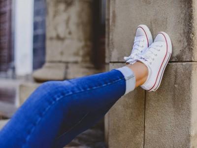 Las 10 zapatillas blancas que querrás salir a comprar ahora mismo