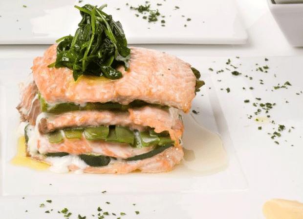 salmón y espinaca para bronceado