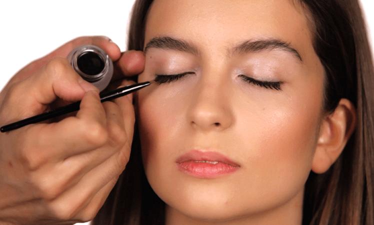 maquillaje de ojos eyeliner