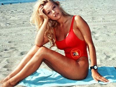 El bañador de Vigilantes de la Playa de moda este verano