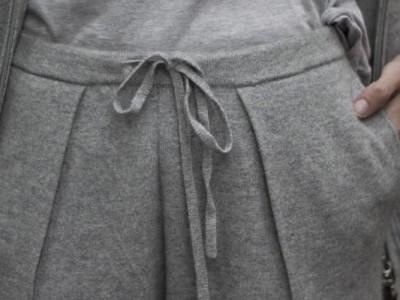 Cómo combinar unos pantalones de chándal
