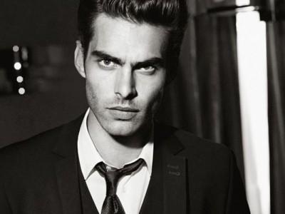5 tipos de corbatas para traje negro