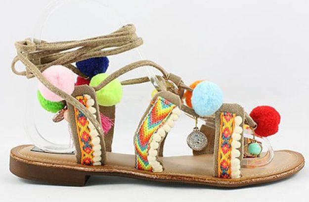 111 sandalias con pompones