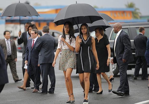 Sasha y Malia Obama (1)