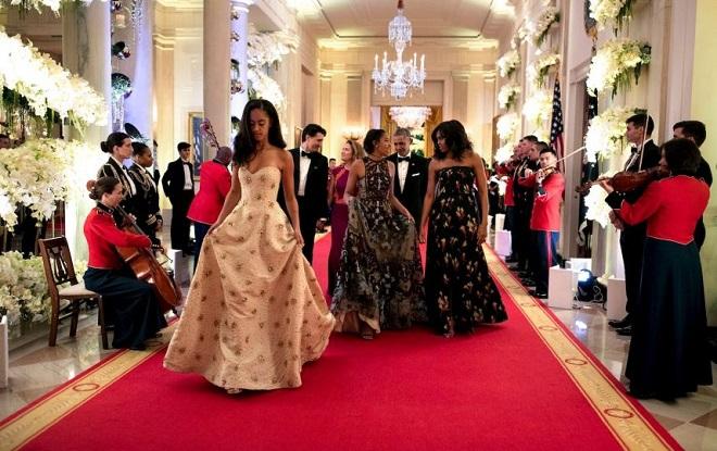 Sasha y Malia Obama (2)