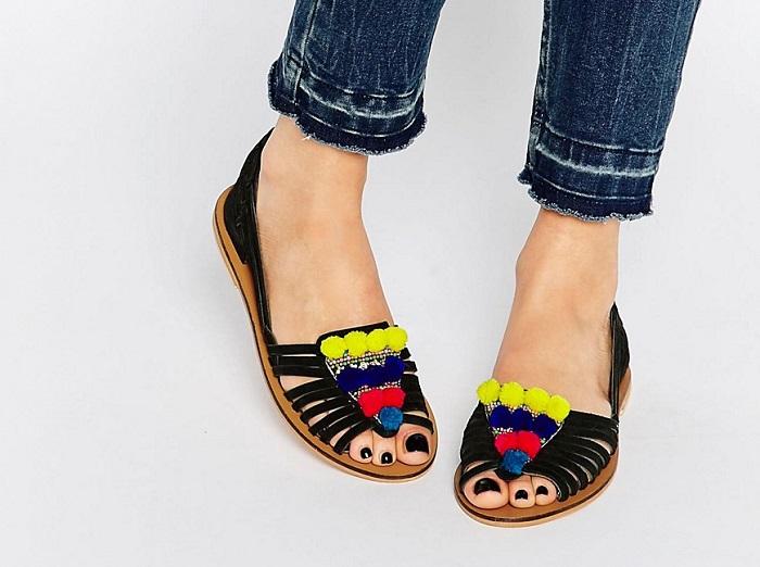 sandalias con pompones asos