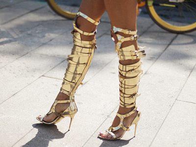 Cómo combinar unas sandalias gladiadoras altas